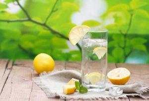 Топ-5 причин пить лимонную воду