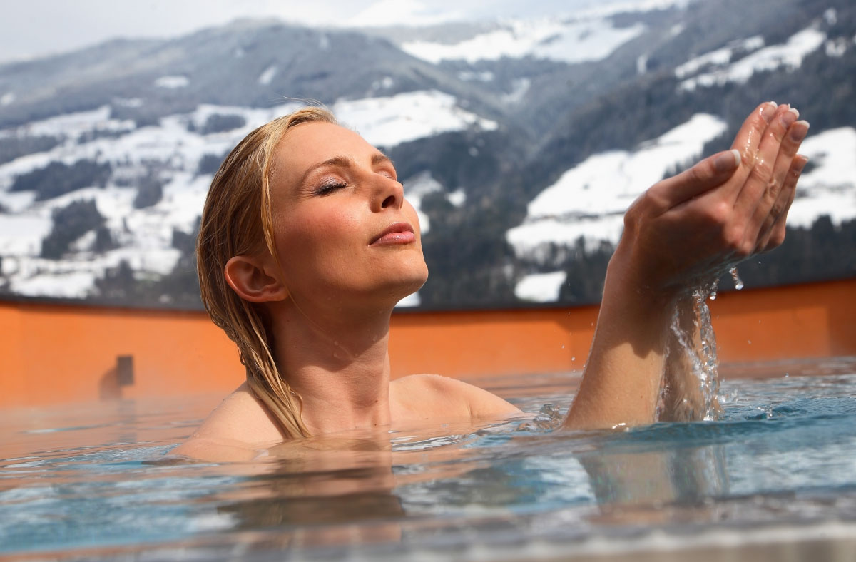 Преимущества купания в теплой воде