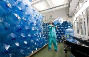 Как разливается вода на производстве в автоматическом режиме