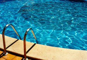 Как сделать воду в бассейне прозрачной и безопасной от бактерий