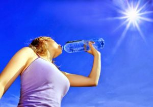 Как правильно пить воду летом, чтобы не навредить организму