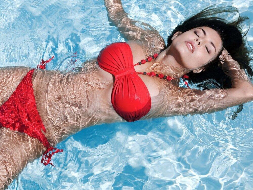 Вода для красоты: какую воду пьют красавицы разных стран